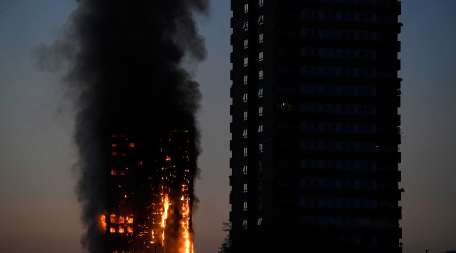 Terrifying videos of west London tower blaze: 120 apartments engulfed, falling debris (VIDEOS)
