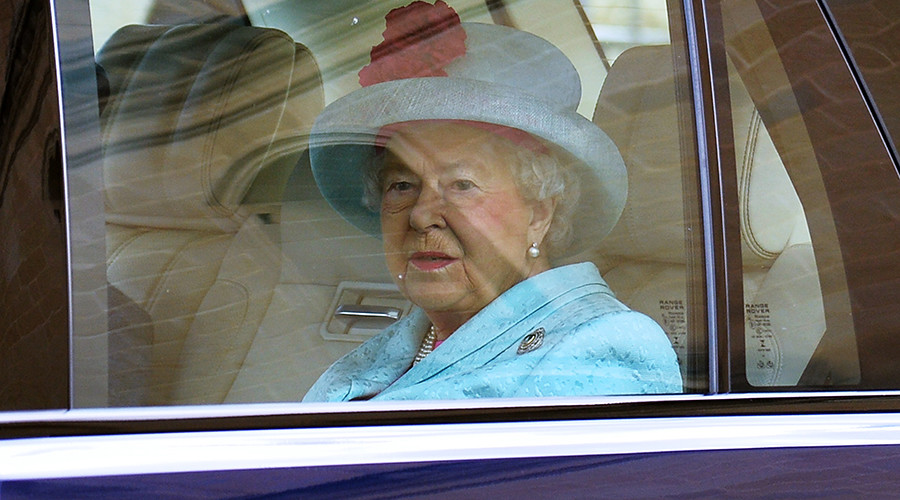 Queen reported to police for failing to wear a seatbelt