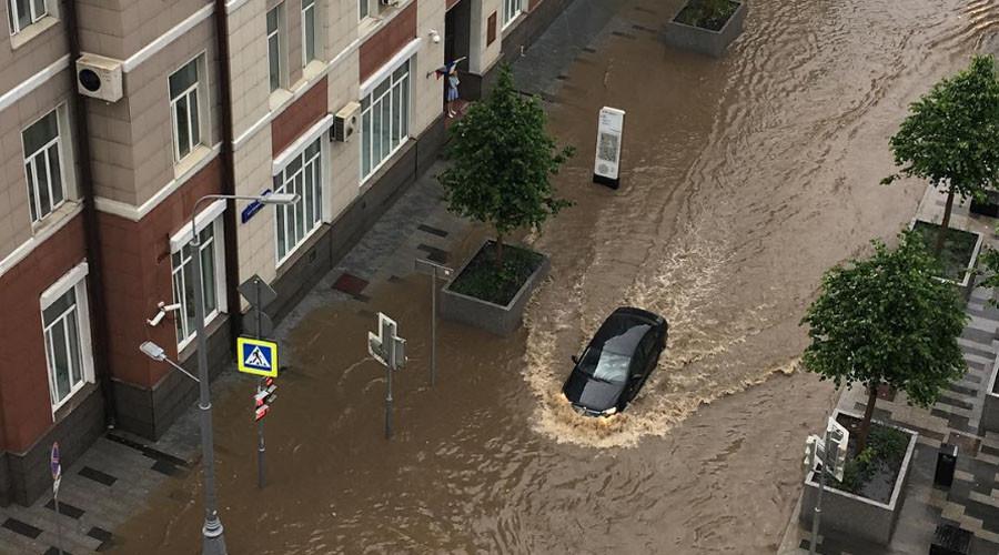 'We'll need a boat': Heavy rainfall hits Russian capital (PHOTOS, VIDEOS)