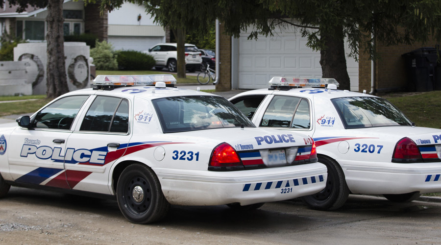 1 injured, manhunt ongoing after stabbing incident at Toronto shopping mall
