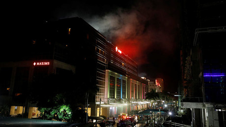 Smoke billows from the Resorts World building in Pasay City, Metro Manila, Philippines June 2, 2017 © Erik De Castro