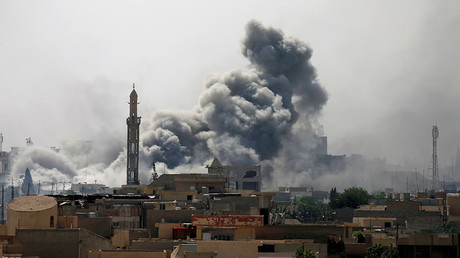 FILE PHOTO: Smoke rises from an airstrike during a battle between Iraqi forces and Islamic State militants in western Mosul, Iraq, May 21, 2017 © Alaa Al-Marjani
