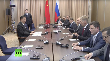 Unfazed 'lone warrior' Xi Jinping faces entire Team Putin (VIDEO)