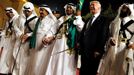 U.S. President Donald Trump dances with a sword as he arrives to a welcome ceremony by Saudi Arabia's King Salman bin Abdulaziz Al Saud at Al Murabba Palace in Riyadh, Saudi Arabia May 20, 2017 © Jonathan Ernst