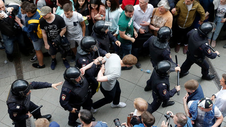Dozens detained in Moscow as protesters show up at unauthorized location (VIDEOS, PHOTOS)
