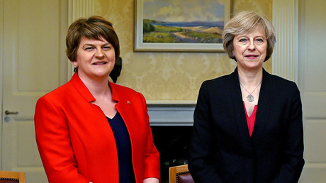 Britain's Prime Minister Theresa May and Leader of the Democratic Unionist Party (DUP) Arlene Foster © Charles McQuillan / Reuters