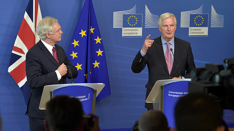 The European Union's chief Brexit negotiator Michael Barnier (R) welcomes Britain's Secretary of State for Exiting the European Union David Davis June 19, 2017. © Francois Lenoir