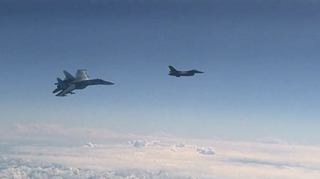Russian Su-27 warns off NATO F-16 trying to approach defense minister's plane over Baltic (VIDEO)