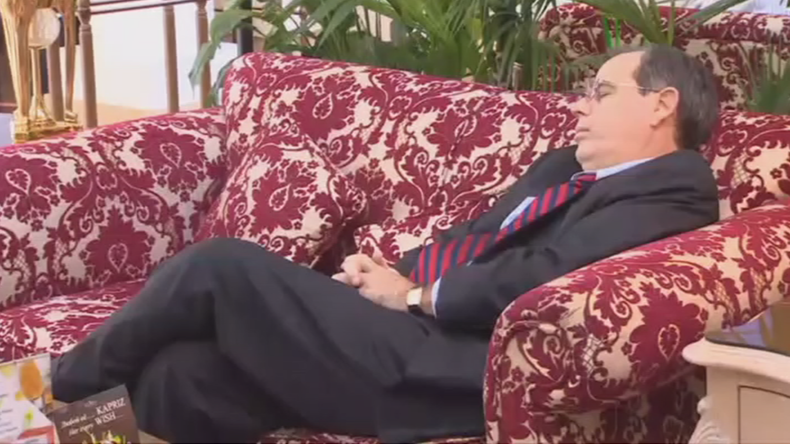 Bored now: US diplomat caught napping between Syria peace talks (VIDEO)