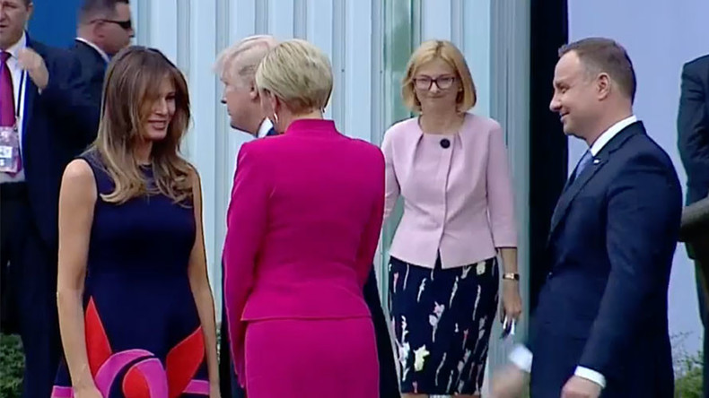 Ladies first: Polish first lady 'snubs' Trump handshake for Melania (VIDEO & POLL)