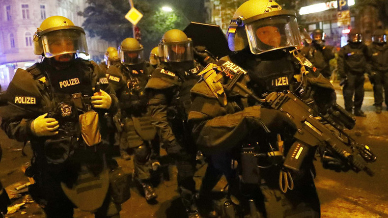 G20 protester whistles 'Star Wars Imperial March' theme as Hamburg riot police pass (VIDEO)
