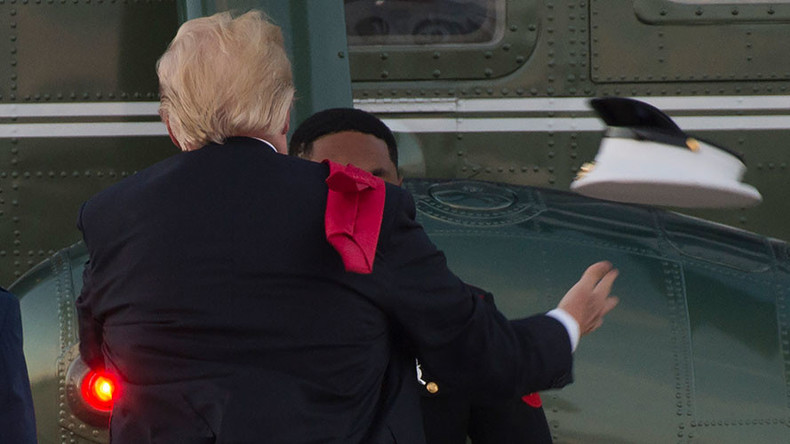 Trump struggles with Marine's hat on windy helicopter pad (VIDEO)