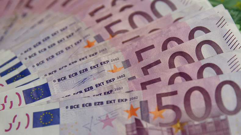 13yo German boy distributes over $11k in cash to 'make friends' – local media