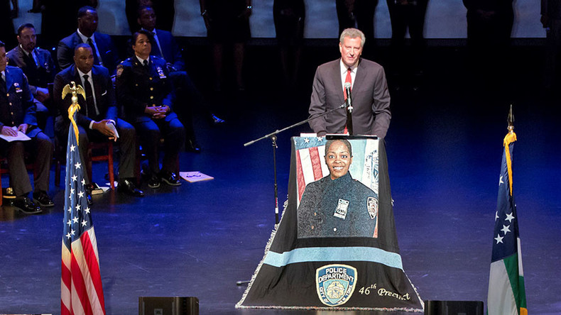 Mayor's office denies NYPD officers turned their backs on de Blasio at police funeral