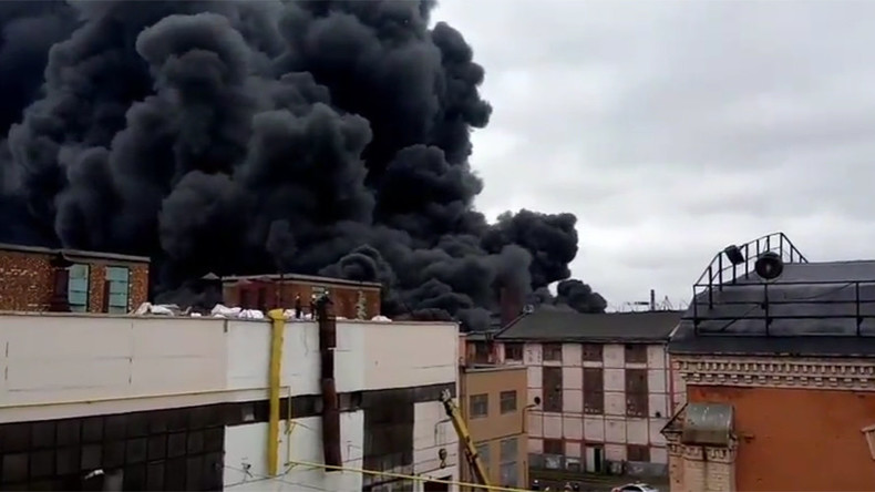 Massive blaze rages at St. Petersburg tractor plant (PHOTO, VIDEO)