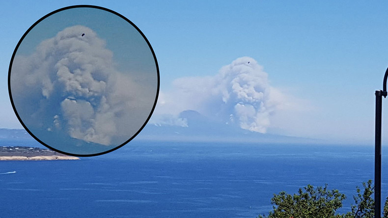 Menacing skull cloud rises above Vesuvius in apocalyptic scene (PHOTO & POLL)
