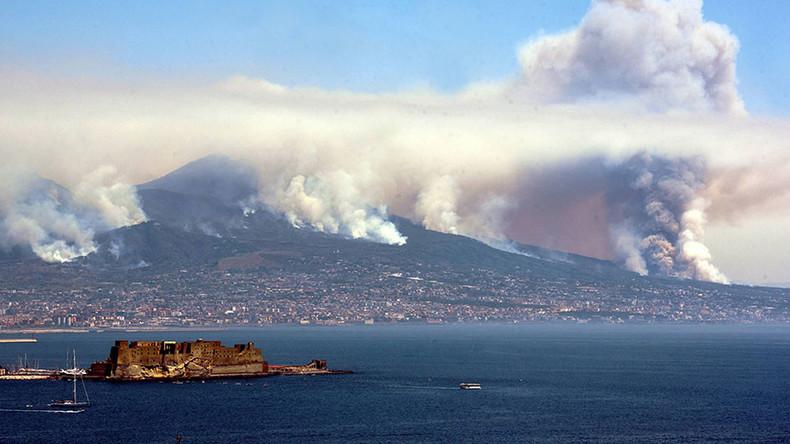 Mafia accused of setting Mount Vesuvius on fire