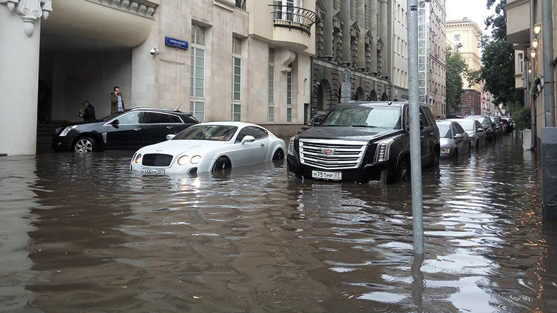 Going underwater: Moscow city center submerged after torrential rain (VIDEO, PHOTOS)