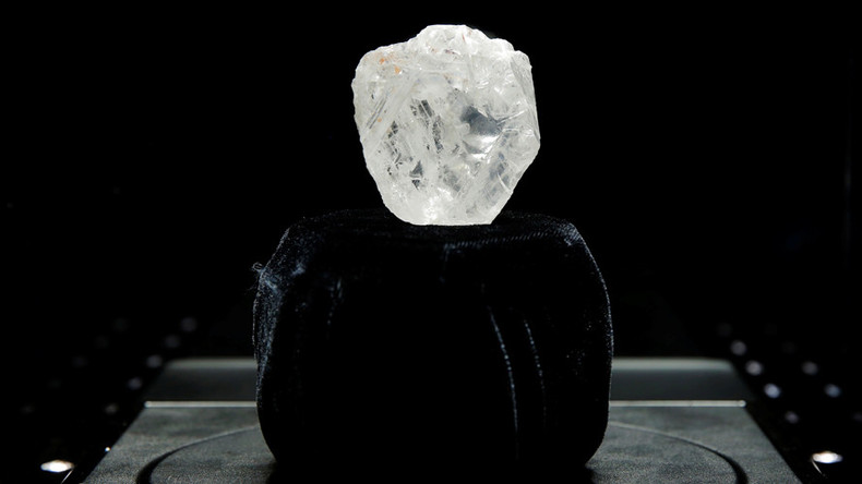 Too big to sell: Mining firm may cut tennis ball-sized diamond to attract buyer (PHOTOS)