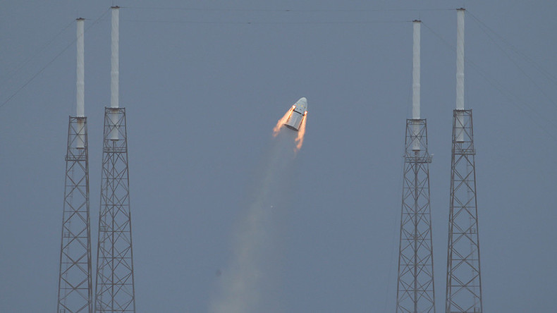 SpaceX abandons propulsive landing plans for Red Dragon mission to Mars