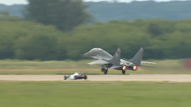 Sport cars challenge airplanes in 2nd race at MAKS Air show (VIDEO)