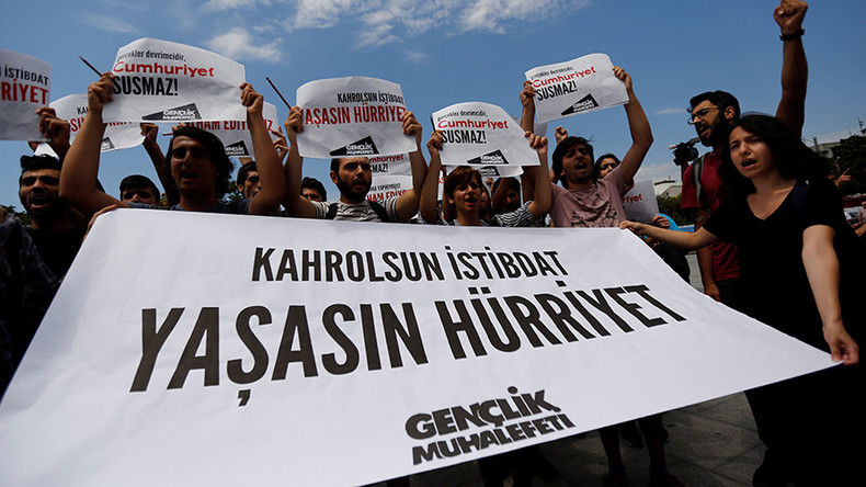 Turkey frees 7 journalists & newspaper execs