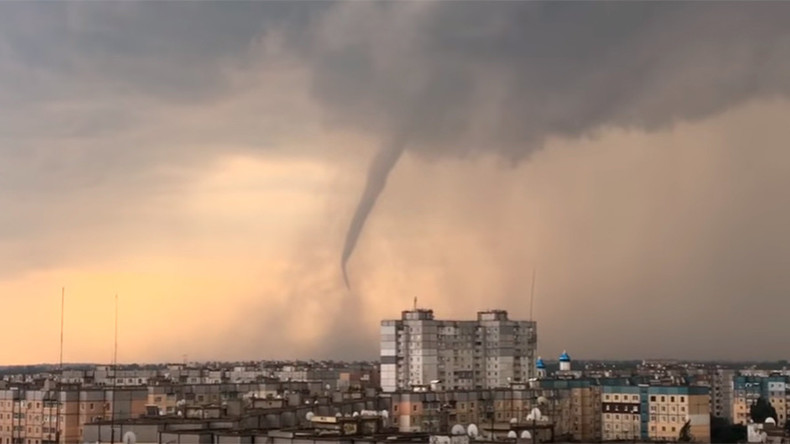 Menacing tornado forms in the skies over central Ukraine (VIDEOS)