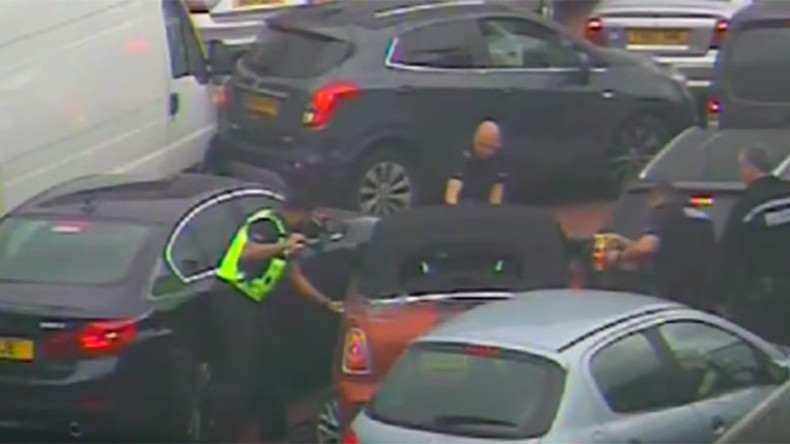 Fast & furious burglar foiled by traffic jam as armed police swoop in (VIDEO)