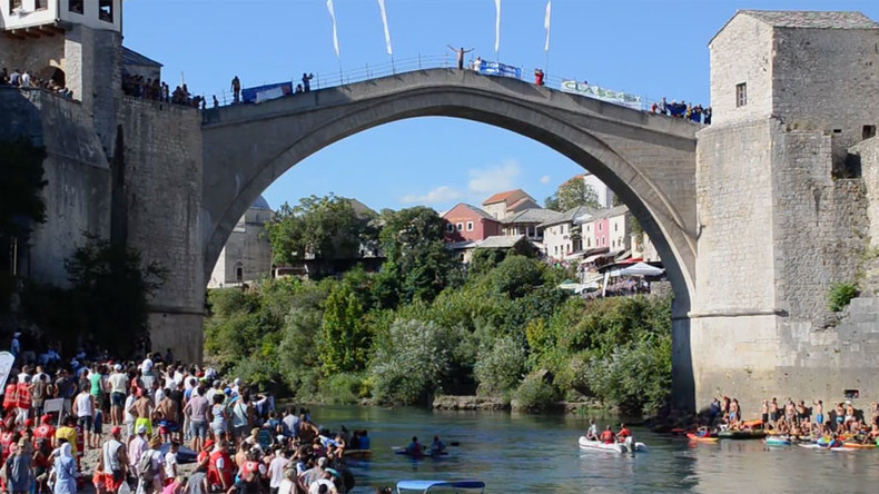Daredevil divers take astounding plunge from iconic Mostar bridge (VIDEOS, PHOTOS)