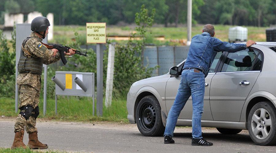 Ukrainian military severely injures journalist who 'volunteered as perpetrator' in drills (VIDEOS)