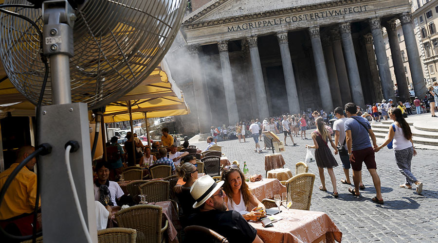 'Don't ruin summer': Rome bans alcohol from streets & piazzas
