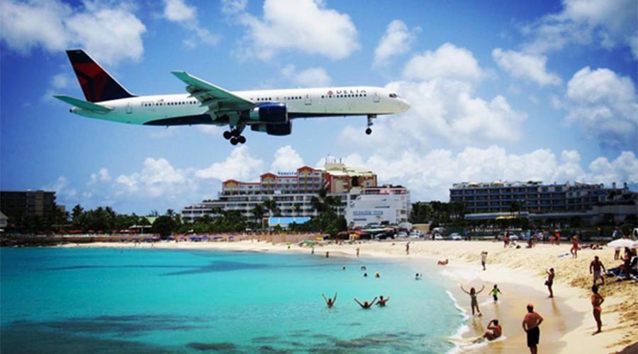 Jet blast kills tourist at world-famous Caribbean beach