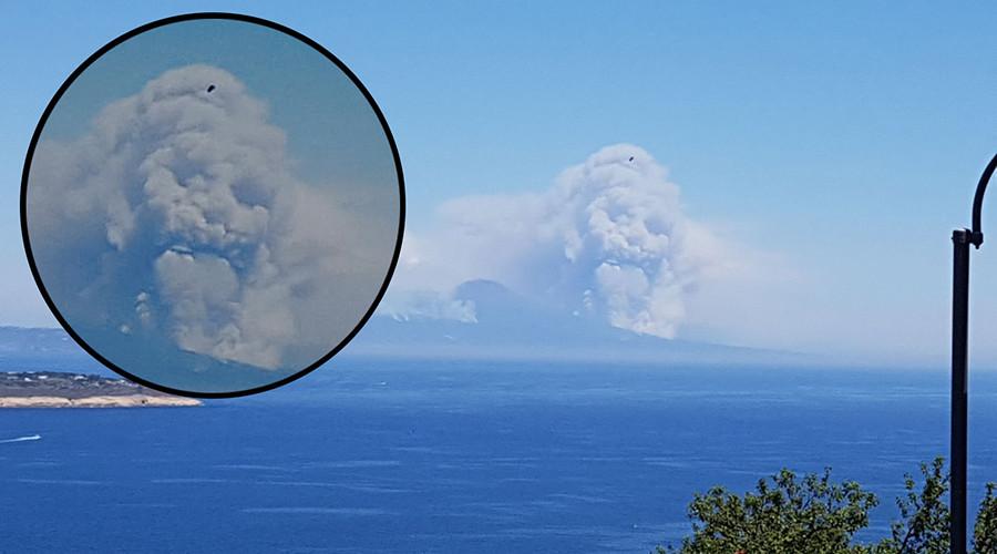 Menacing skull cloud rises above Vesuvius in apocalyptic scene (PHOTO & POLL)