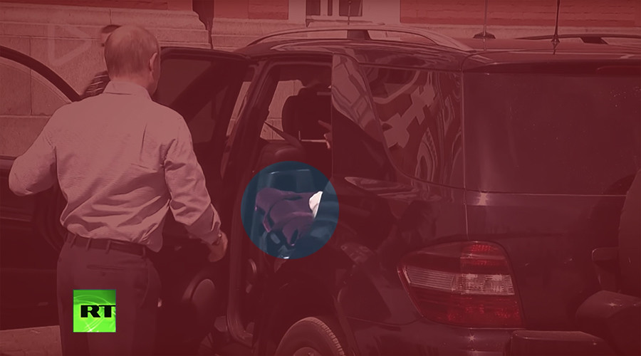 'Mystery' of red bag in Putin's car revealed