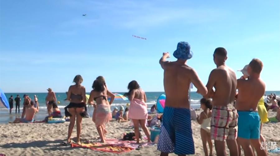 'Go home f***ing tourists': Insulting plane banner targets beachgoers in France