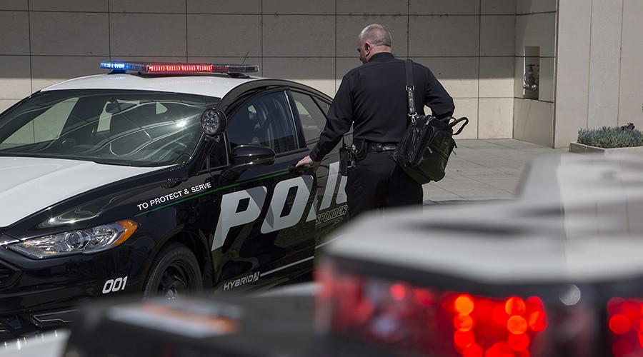 LA cop drags 18yo off metro 'for having feet on seat' (VIDEO)