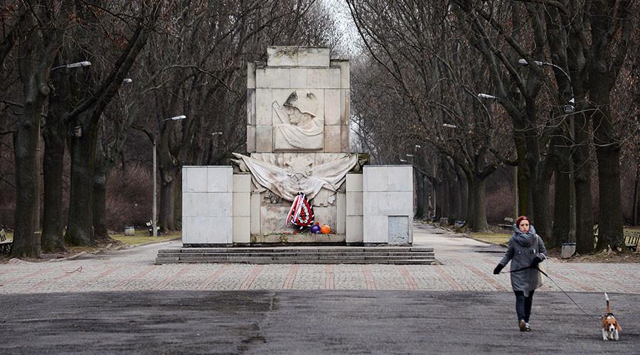 Upper House asks Putin to slap sanctions on Poland over anti-monument bill