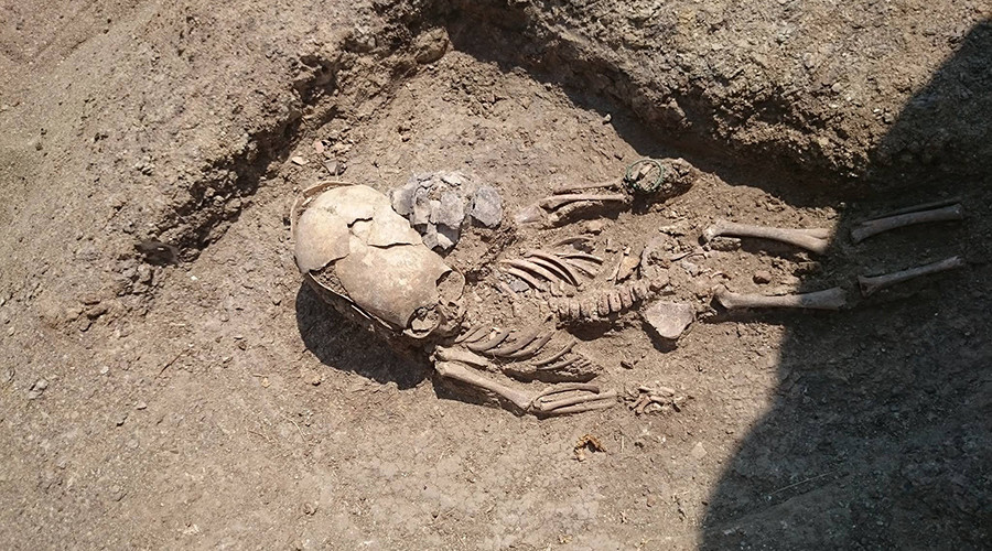 'Alien fossil' mystery: Age, origin & bizarre mutations of baffling 5-inch skeleton revealed