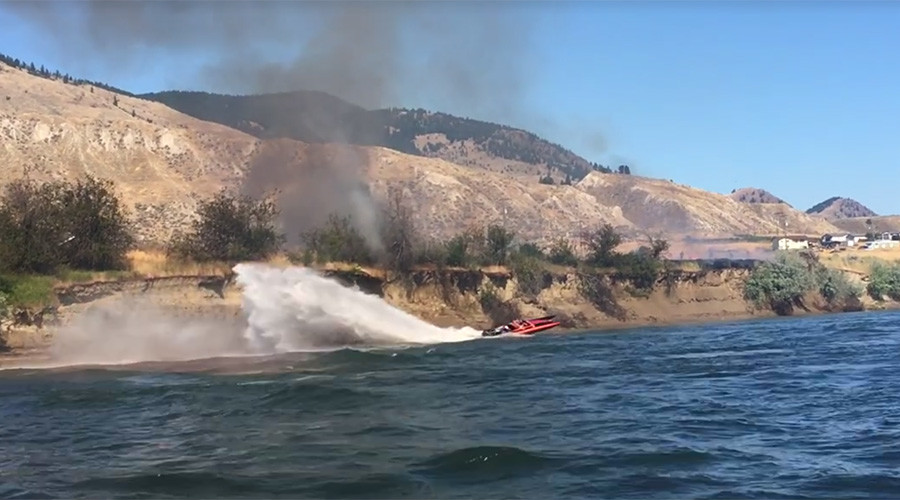 'Cigarette boat' captain helps extinguish blaze as wildfires ravage British Columbia (VIDEOS)