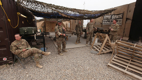 US army soldiers are seen at the Qayyarah West Airfield, Iraq © Azad Lashkari