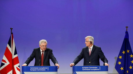 Britain's Secretary of State for Exiting the European Union David Davis and European Union's chief Brexit negotiator Michel Barnier hold a joint news conference after the round of Brexit talks in Brussels, Belgium July 20, 2017. © Francois Lenoir
