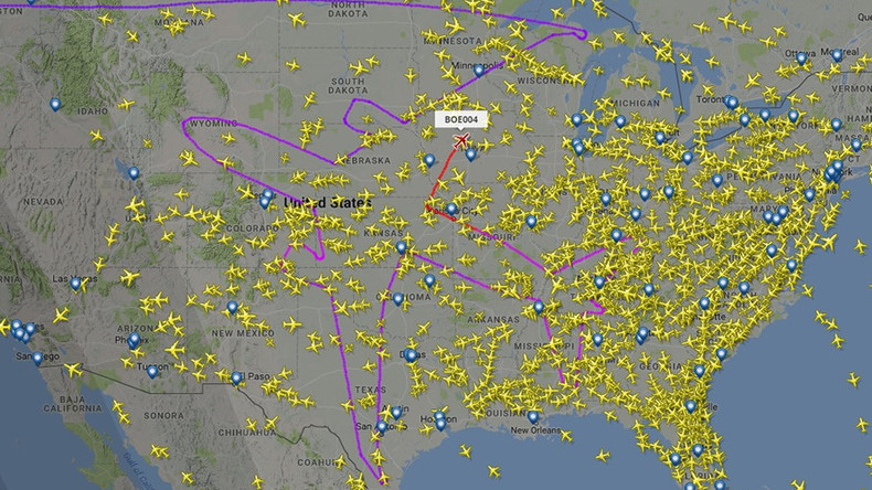 Air art: Plane traces perfect outline of itself over the US (IMAGE)