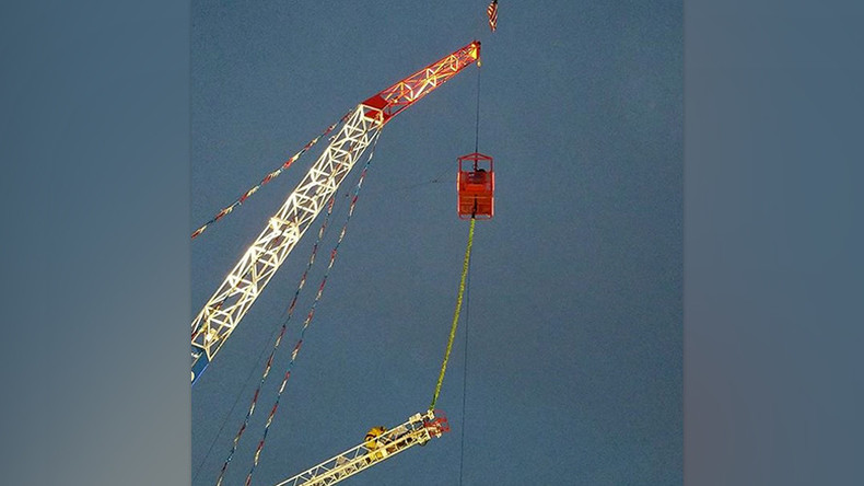 Bungee jumper left dangling upside down after thrill ride malfunctions (VIDEO)