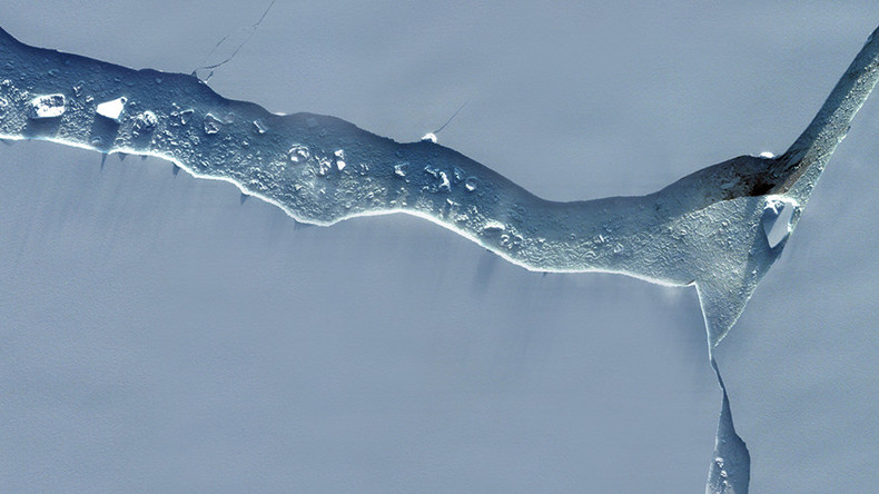 New satellite images show Antarctica's 1 trillion ton iceberg in stunning detail (PHOTOS)