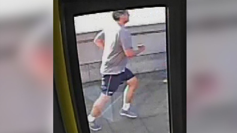 London jogger knocks woman in front of oncoming bus (VIDEO, POLL)