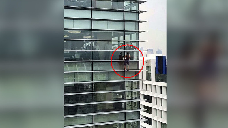 Russian 'spiderman' handcuffed by cops after scaling Mexican skyscraper (VIDEO)