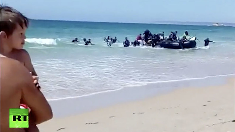 Boat full of migrants shocks sunbathers on Spanish beach (VIDEO)