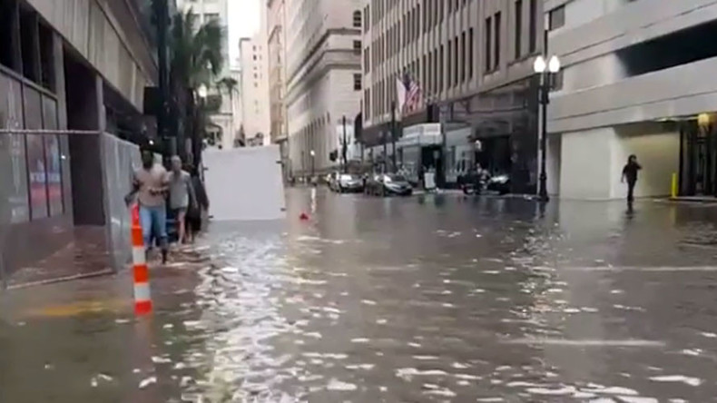 New Orleans at risk of flooding as pumps break before storm