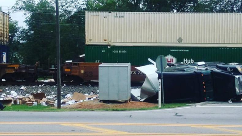 Holy truck! Train smashes into stuck semi-trailer on Atlanta railway (VIDEO & PHOTO)
