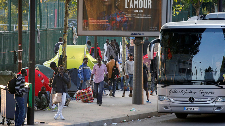 Paris police evicts 2,500 migrants from makeshift camp under 'new' procedures (VIDEOS)